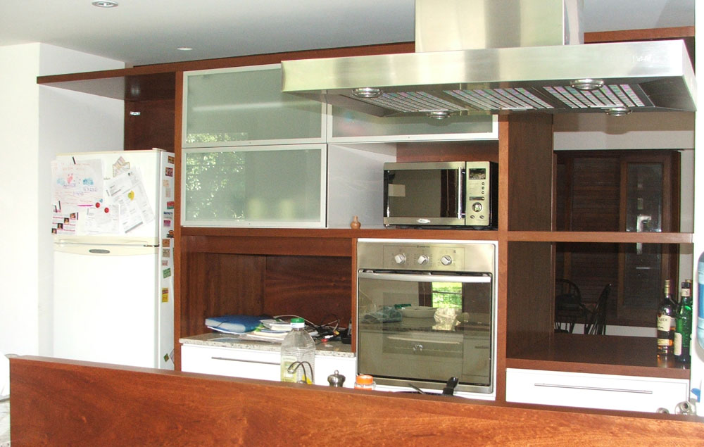 Hogar cocina madera laca blanca y aluminio estudio ajc - Cocina hogar chiclana catalogo ...